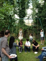 Acrobatics in Cyrilles garden.